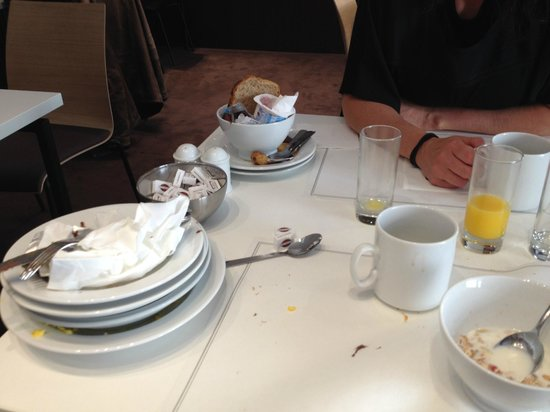 Best Western Premier Hotel de la Paix : manque de service au petit dejeuner