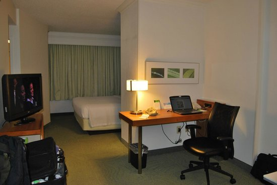 SpringHill Suites Newark Liberty International Airport: computer desk