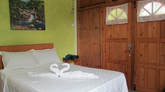 Serenity Lodges Dominica : Spotless, serene room
