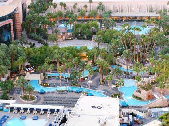 Signature at MGM Grand: Big pool