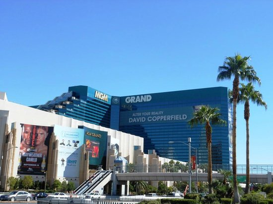 Signature at MGM Grand: MGM - central hotel