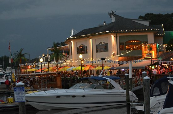 Chesapeake Inn Restaurant and Marina: Summer night