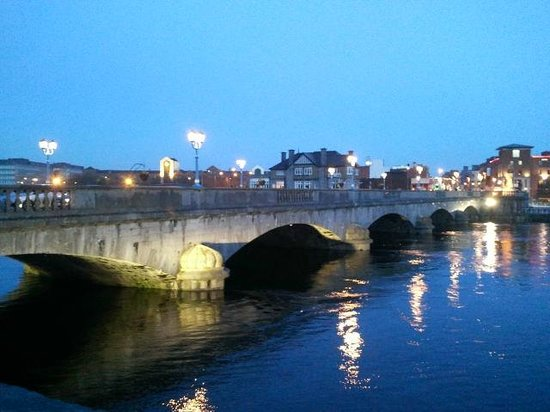 Limerick Strand Hotel : Bridge across the Shannon