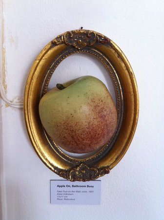 Lisbon Calling: Apple on, means bathroom occupied