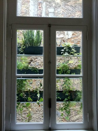 Lisbon Calling: How to decorate nicely a blind view