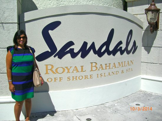Sandals Royal Bahamian Spa Resort & Offshore Island: Heena at the front gate.