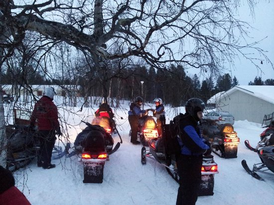 Davvi Arctic Lodge: snowmobiling