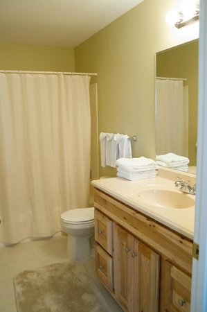 Tanglewood Golf Course and Condos: Bathroom