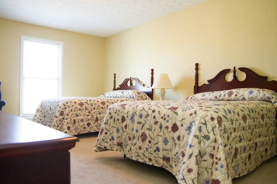 Tanglewood Golf Course and Condos: Main Bedroom