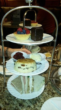 Bettys Cafe Tea Rooms - Harrogate : Champagne Afternoon Tea !!