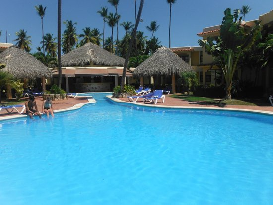 whala!bavaro: Pool with the closed poolbar and closed toalettos