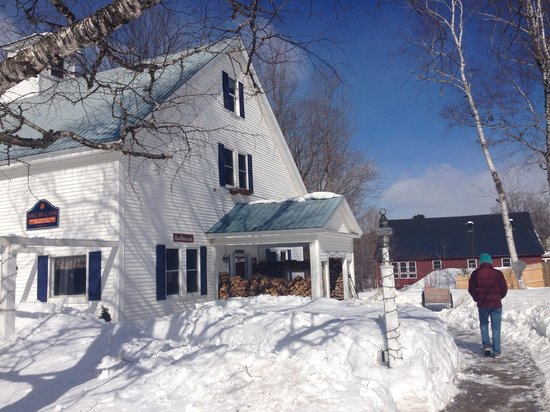 Mill Hill Inn : Lovely snowy day