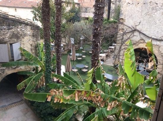 Hostellerie Le Castellas: la terrase vue de la chambre