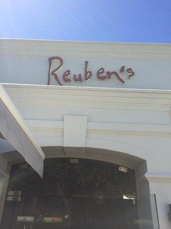 Reuben's: Entrance