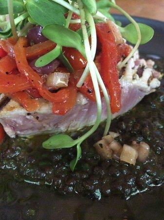 Reuben's: Tuna Steak