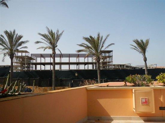 Gran Hotel Atlantis Bahia Real: Bauruinen, Sicht von Lobbyeingang