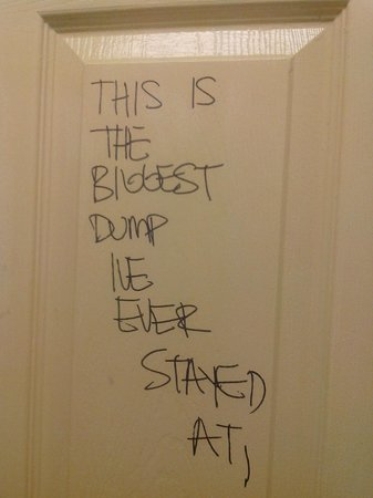 Sun Bright Hotel: надпись на двери в туалете