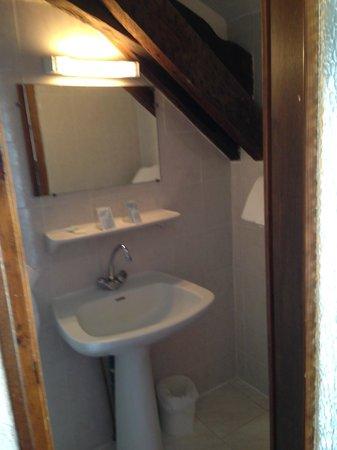 Hotel Saint Gothard: banheiro quarto 403