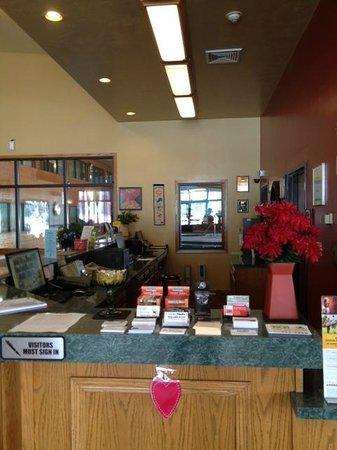 Econo Lodge Inn & Suites : FD