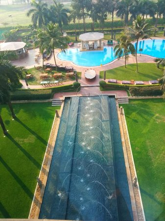 Hyatt Regency Kolkata: Fountains and Pool - another view from the room
