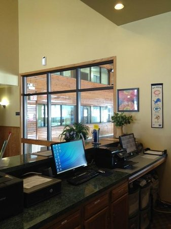 Econo Lodge Inn & Suites : FD 2