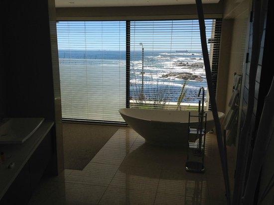 Azamare Guesthouse: Bathroom