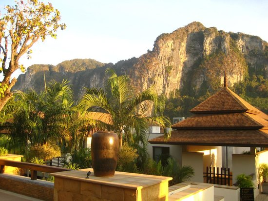 Aonang Cliff Beach Resort: A view from the lobby