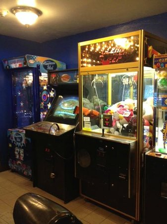 Econo Lodge Inn & Suites: GAME ROOM