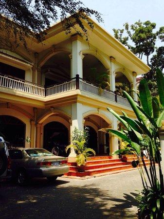 Grand Sunset Angkor Hotel: Entrance