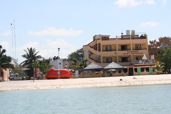 Hotel Gutierrez: Hotel from the tour boat.