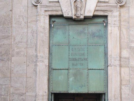 Civico Tempio di San Sebastiano : porta