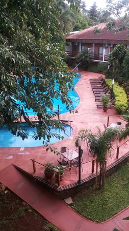 Hotel Saint George : Vista de la pileta desde nuestro cuarto...
