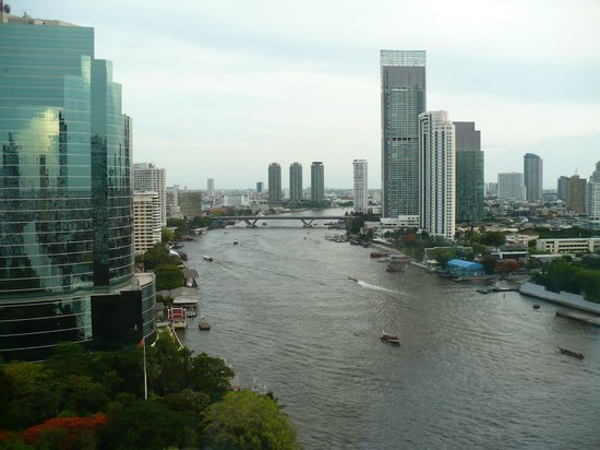 Royal Orchid Sheraton Hotel & Towers: Vue de notre chambre sur Chao Praya