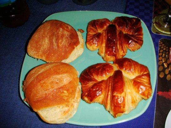 Les Boucaniers: croissants et petits pains maison