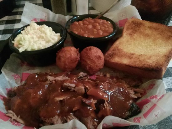 Smokin Joes: Pork barbecue with cole slaw & baked beans