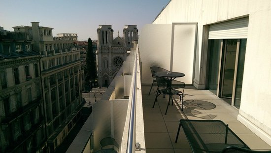 Mercure Nice Centre Notre Dame: Large terrace outside room on 7th floor