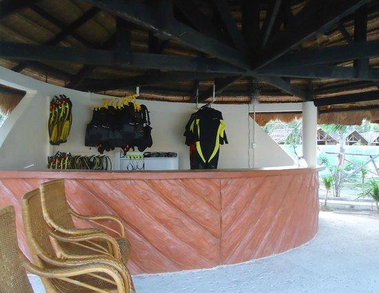 Thresher Cove Dive Resort: Dive Centre