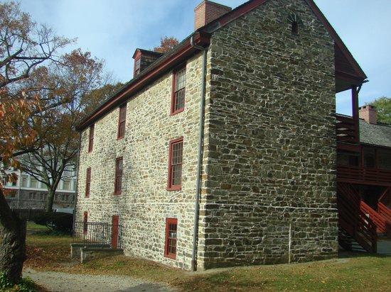 Old Barracks Museum: Outside
