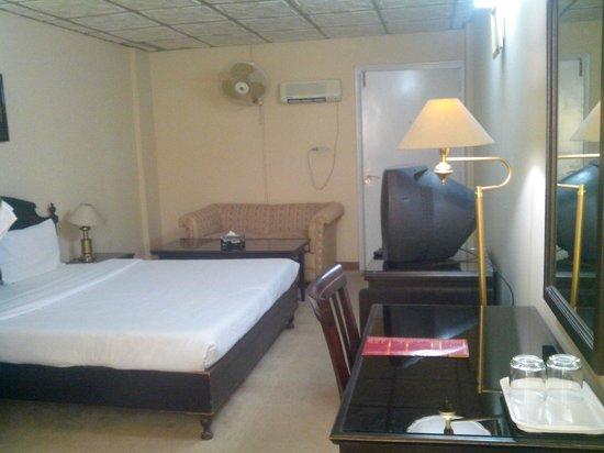 Savanna Inn: Room