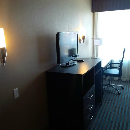 Days Inn Stouffville: LCD TV & Well-lit Business Desk with Ergo Chair