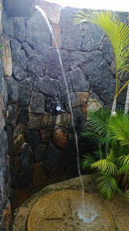 Maradiva Villas Resort and Spa : Outdoor shower