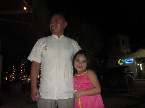 La Tortuga Hotel & Spa : Celino and his cute little daughter (his shift was over for the night)