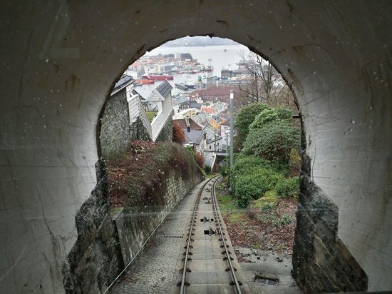 Mount Floyen and the Funicular (Floibanen): Sali e ammira