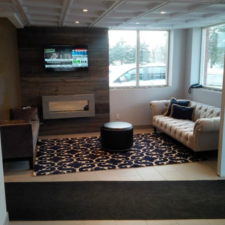 Days Inn Stouffville: Newly Appointed Lobby Sitting Area