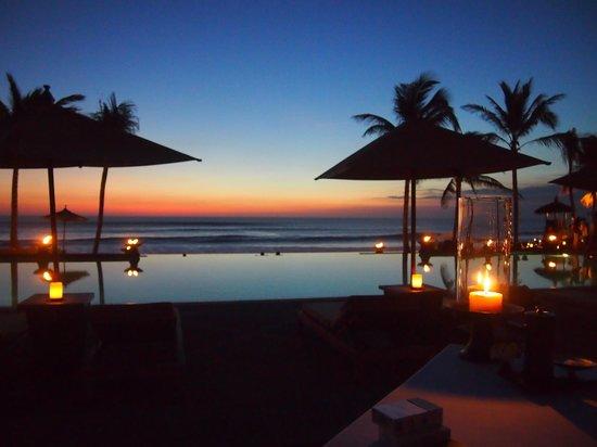 The Legian Bali : レギャンホテルのインフィニティプール