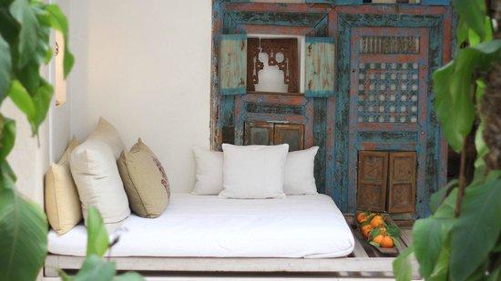 Riad Due: patio lounge