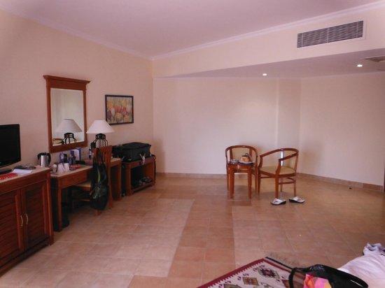 Amwaj Oyoun Hotel & Resort: our room