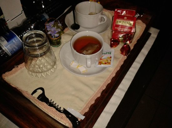Casa Del Poggio Solivo: thè in camera e coccolatino