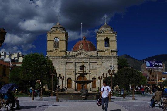 Basilica Catedral de Huancayo : Magnífica vista de la fachada principal.