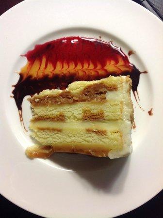 Sheraton San Jose Hotel : Salted Caramel Vanilla Crunch Cake